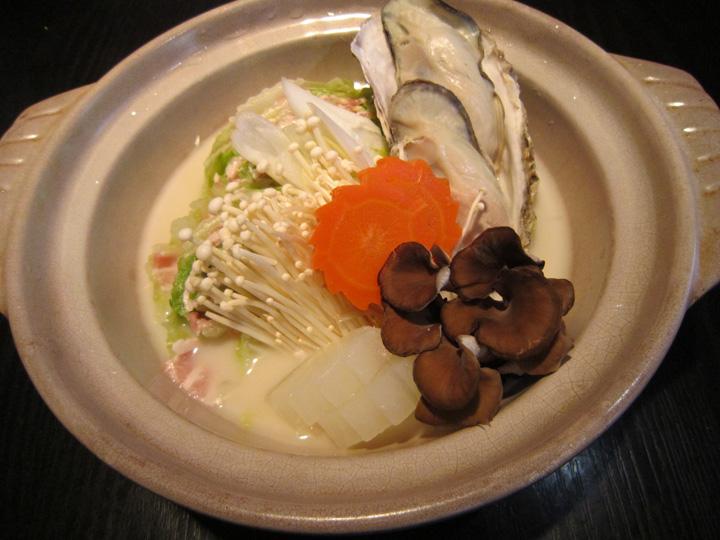 豆乳みそ鍋・・・1,200円+税(1人前)